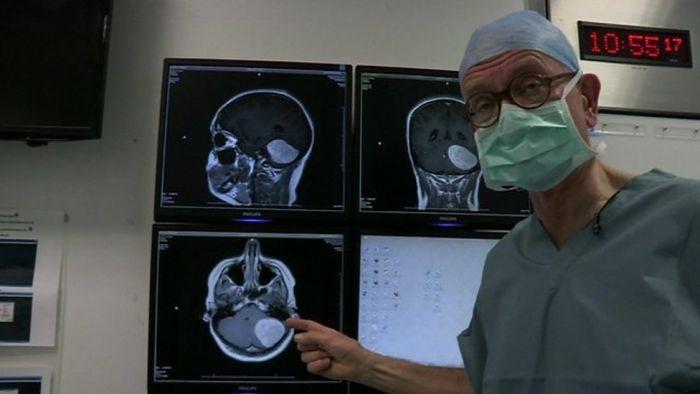 HENRY MARSH e il viaggio infinito nel cervello umano