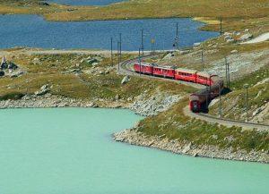 Il Trenino Rosso del Bernina: molto più di un viaggio in treno