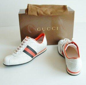 Sneakers: le scarpe passepartout, sobrie o coloratissime