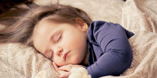 Bambini che si addormentano: ecco tutti i disturbi del loro sonno