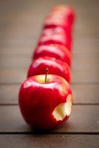 Alimenti 10 e Lode. La mela, farmaco naturale, anche anti invecchiamento