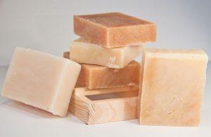 Acqua dura per detergere: ecco i pericoli per la nostra pelle