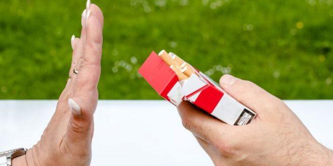 Proteggi le tue ossa, smetti di fumare: l'appello degli ortopedici