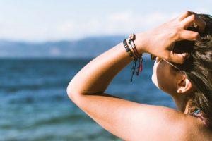 Adolescenti e creme solari in spiaggia: in agguato il melanoma