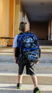 Zaino a scuola: non provoca la scoliosi, ma mette a rischio la schiena