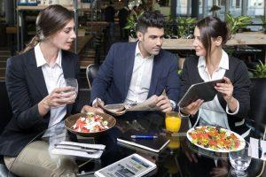 Pausa pranzo e dieta mediterranea: contro l'obesità