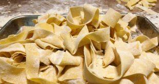Pasta all'uovo di qualità: tre fratelli, artigiani del gusto, in Toscana