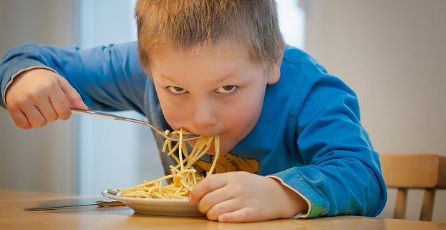 Bambini obesi: la metà di loro è destinato a rimanere tale anche da adulto