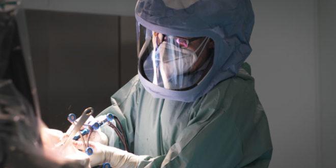 Protesi al ginocchio: dall'intervento alla fisioterapia, il supporto dei robot