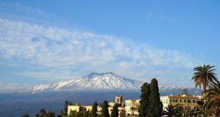 Vacanze made in Italy. Sulla cima dell'Etna per veder sorgere l'alba