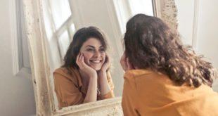 I denti delle donne sono più a rischio. Tutta colpa degli ormoni