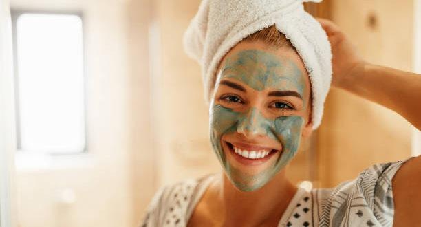 Maschere viso: scopri come scegliere quelle più adatte a te