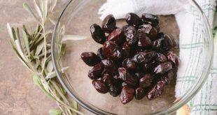 Olive nere passite, con l'aperitivo ma anche a merenda