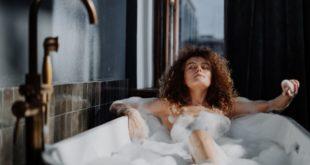 Spazzolare la pelle: perché è utile e quando, dove e come va fatto