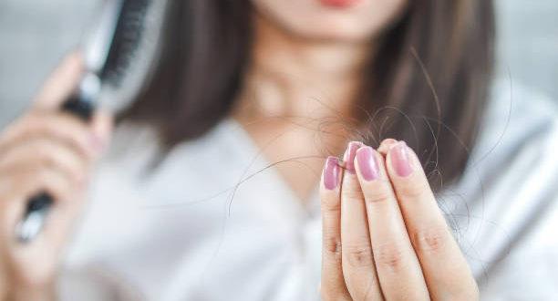 Caduta dei capelli: cause e trattamenti per prevenirla e combatterla